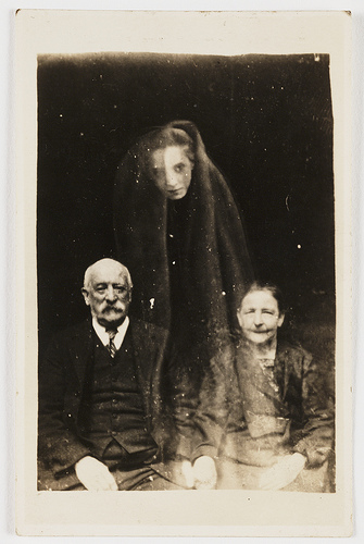 01-couple-with-female-ghost_1